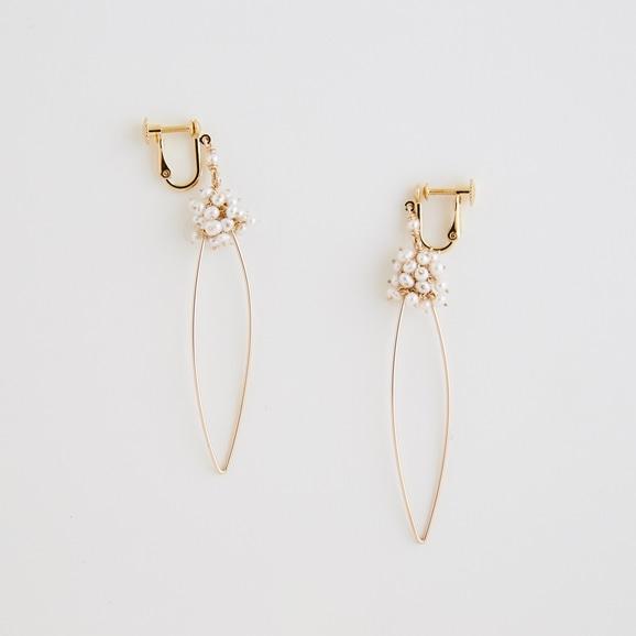 【写真】asumi bijoux shirotsumekusa long hoop earring