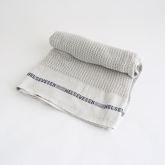 【写真】Barker Textile コットンブランケット HELSETEPPER シルバー