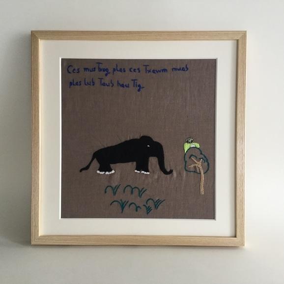 【写真】【一点物】モン族の刺繍アート「シカとフクロウ 001/11」
