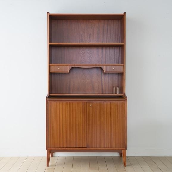 【写真】Vintage bookshelf