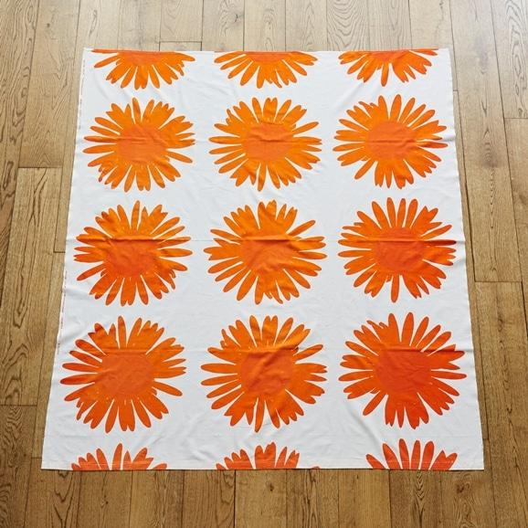 """【写真】北欧ヴィンテージテキスタイル Printex Maija Isola """"Auringonkukka"""" 1959 orange"""