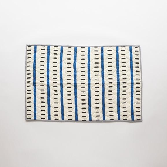 【写真】Studio Tolsta ブロックプリントキルト ライン 76×114 ブルー