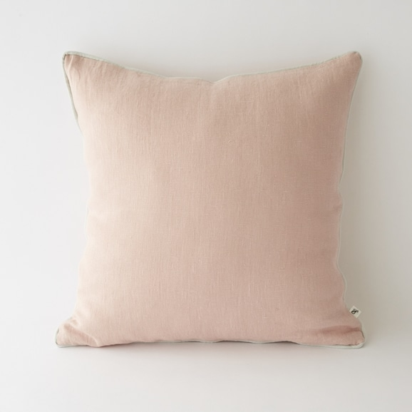 【写真】LINEN パイピングクッションカバー 50cm角 ピンク