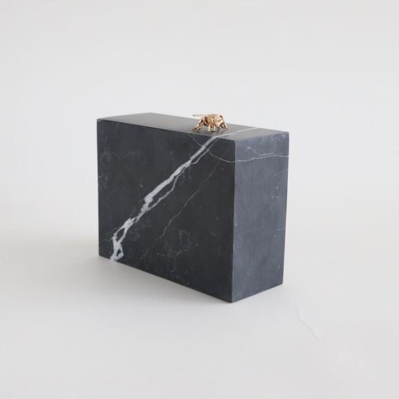 【写真】【一点物】外山翔 「Marble block with bee」