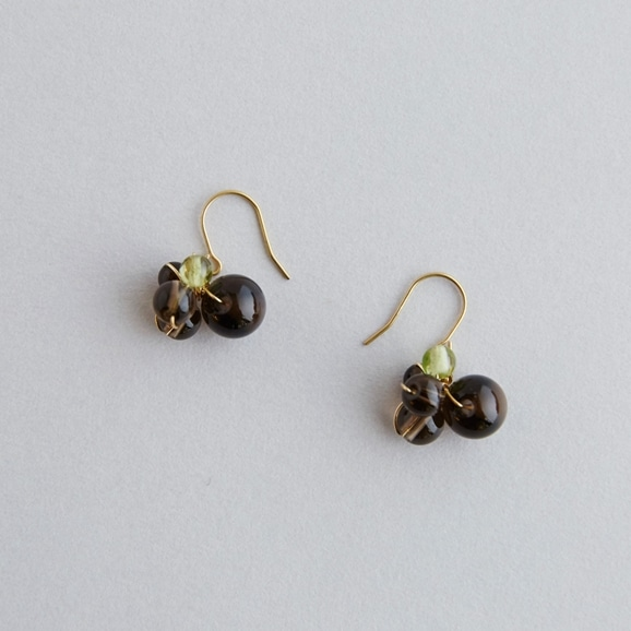 【写真】asumi bijoux asatsuyu mini pierce smoky quartz