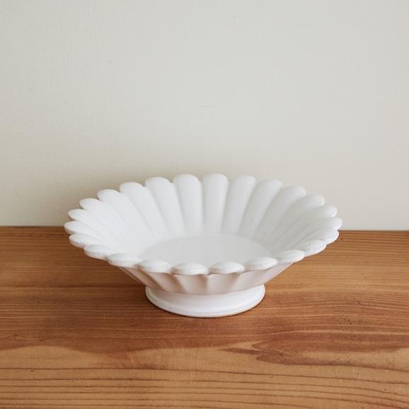 【写真】瀬川辰馬 錫白釉輪花鉢