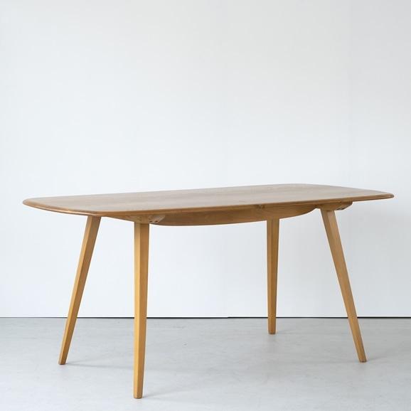【写真】Vintage Dining Table