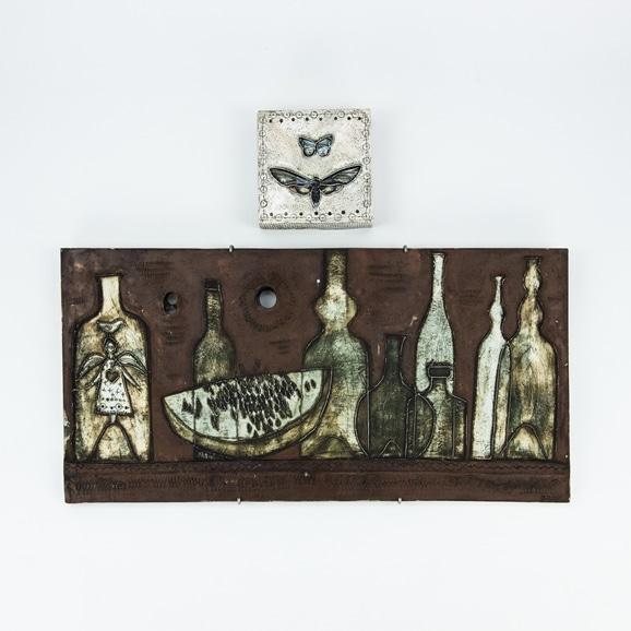 【写真】【Auction #01】RUT BRYKの陶板「ボトル1957年」「蝶1957年」